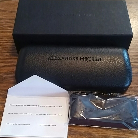 New Authentic Alexander McQUEEN Studded Piercing Card Holder Black Leather Gift